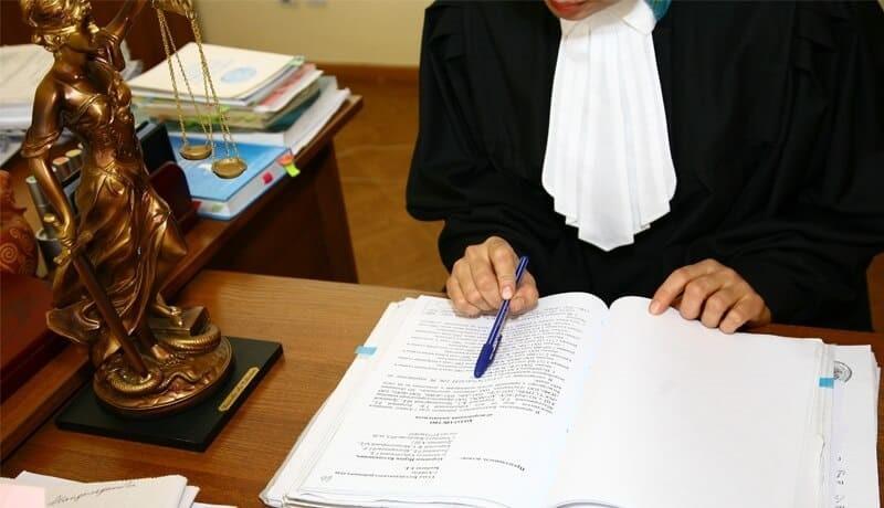 Судья изучает поданный иск