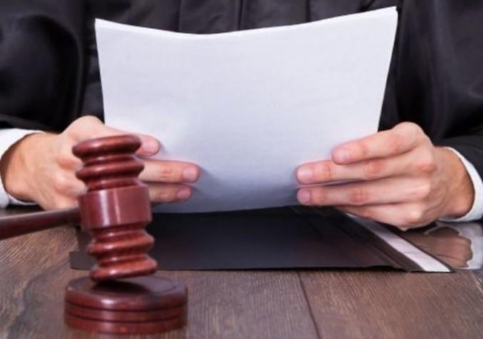 Судья изучает представленные доказательств