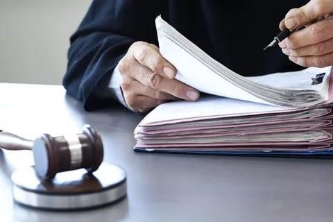 Судья оценивает доказательства по делу