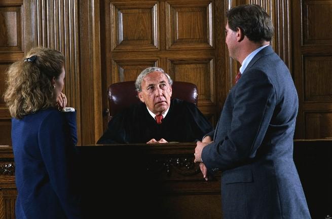 Стороны пытают перед судьёй опротестовать доказательства друг друга