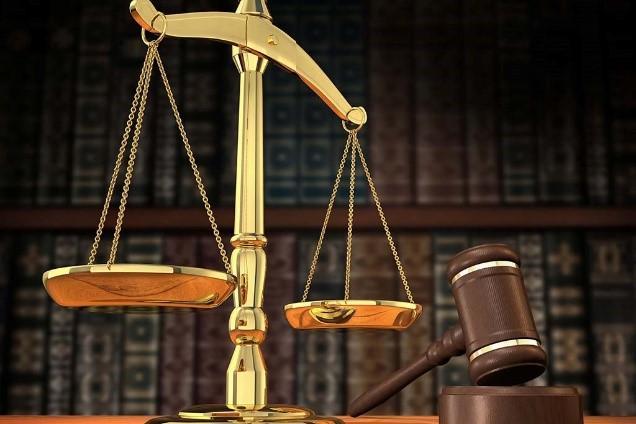 Фото намекает на то, что в статье речь будет идти по теме, связанной с судом